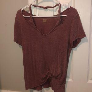maroon distressed tee with tie